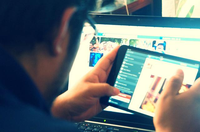 trabajador remoto con telefonía ip y centralita virtual Telsome